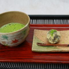 抹茶 660円(和菓子付き880円)